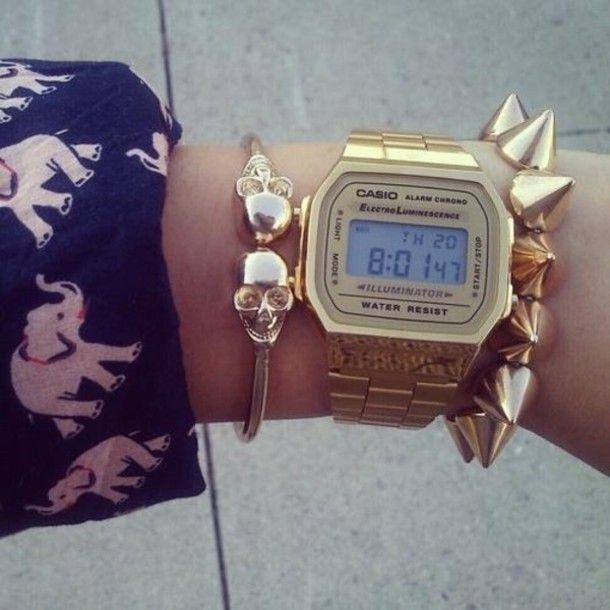 321b97cb34e LA670WGA-9 casio gold watch 3-4   leaning towards 3 5