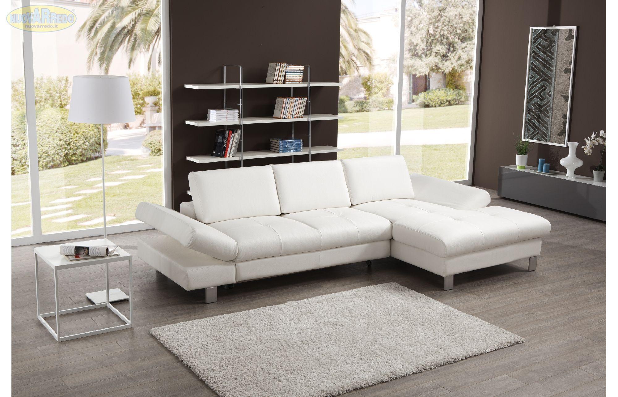 Prezzo € 890 Divano angolare in ecopelle bianco con letto