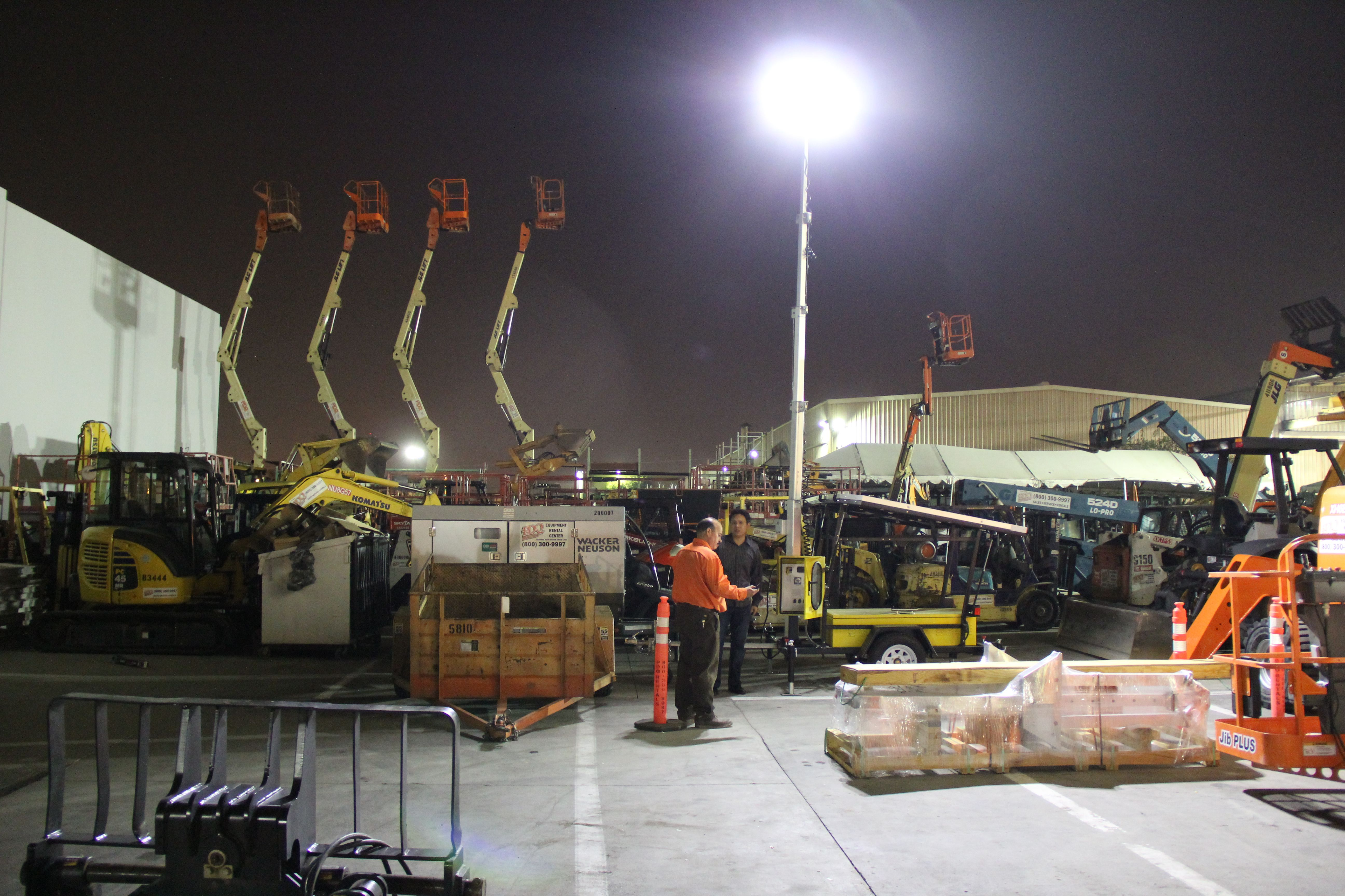 Solar Light Towers From King Solarman Are Used At Equipment Rental Yard In Long Beach Ca Providing Night Shift Solar Led Lights Solar Lights Bright Led Lights