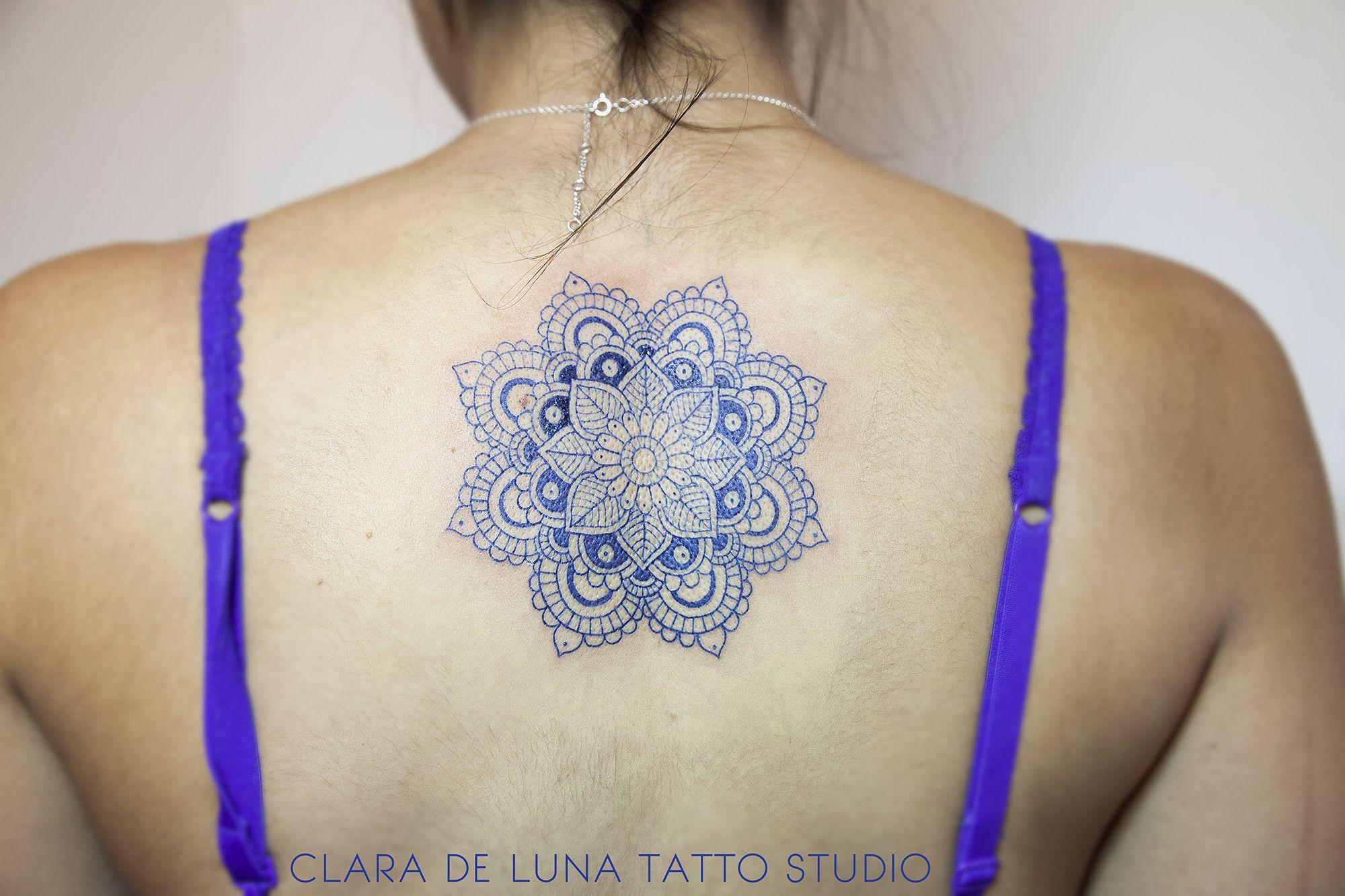 Ampoule laureen luhn design graphique - Blue Mandala Tattoo