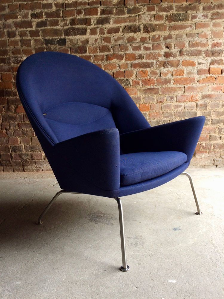 Hans wegner lounge chair model 468 oculus manufactured by