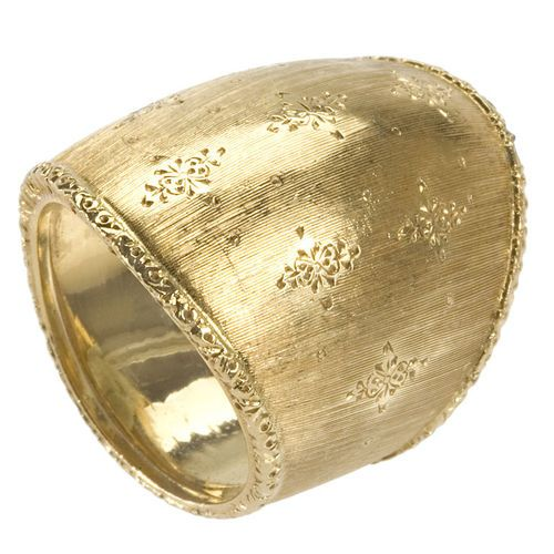 18K engraved gold ring by Buccellati from Macklowe Gallery(via1stdibs)