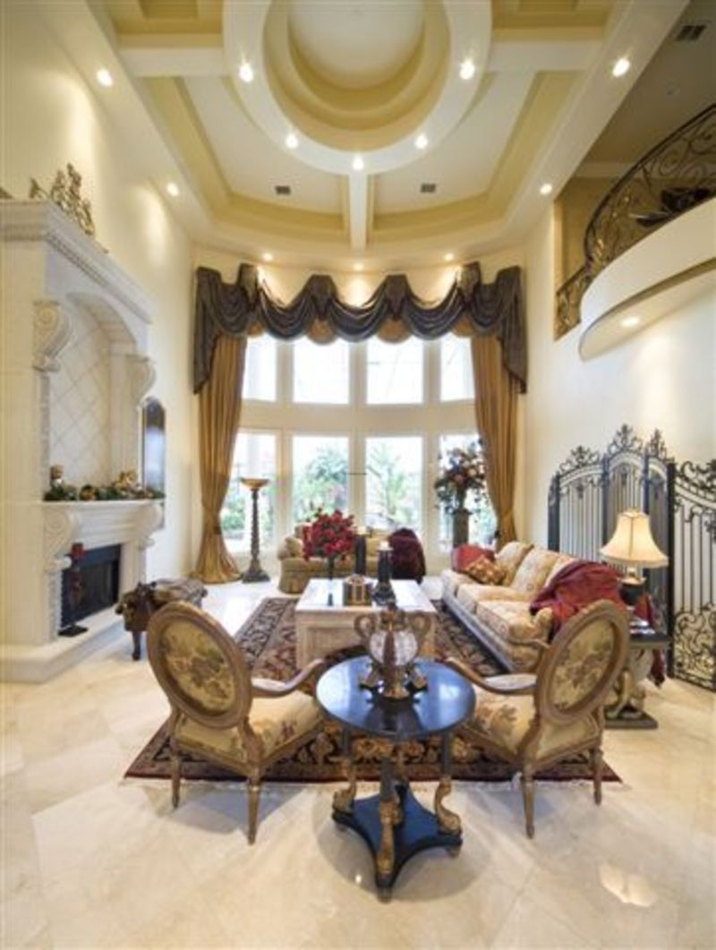 Interior photos luxury homes luxurious house interior for Fancy houses inside