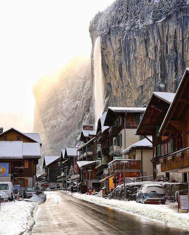 Lauterbrunnen, Switzerland. Follow @beautiful_vacationpix for more travel inspiration! Photo by @sennarelax