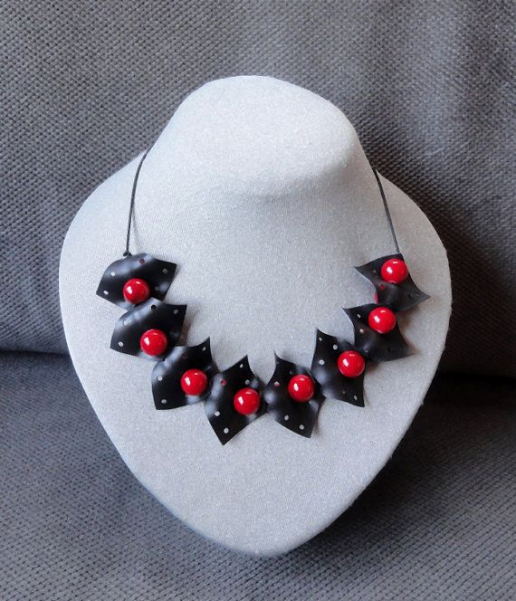 Black and red chain / necklace with glass beads / by AnnesSierraad