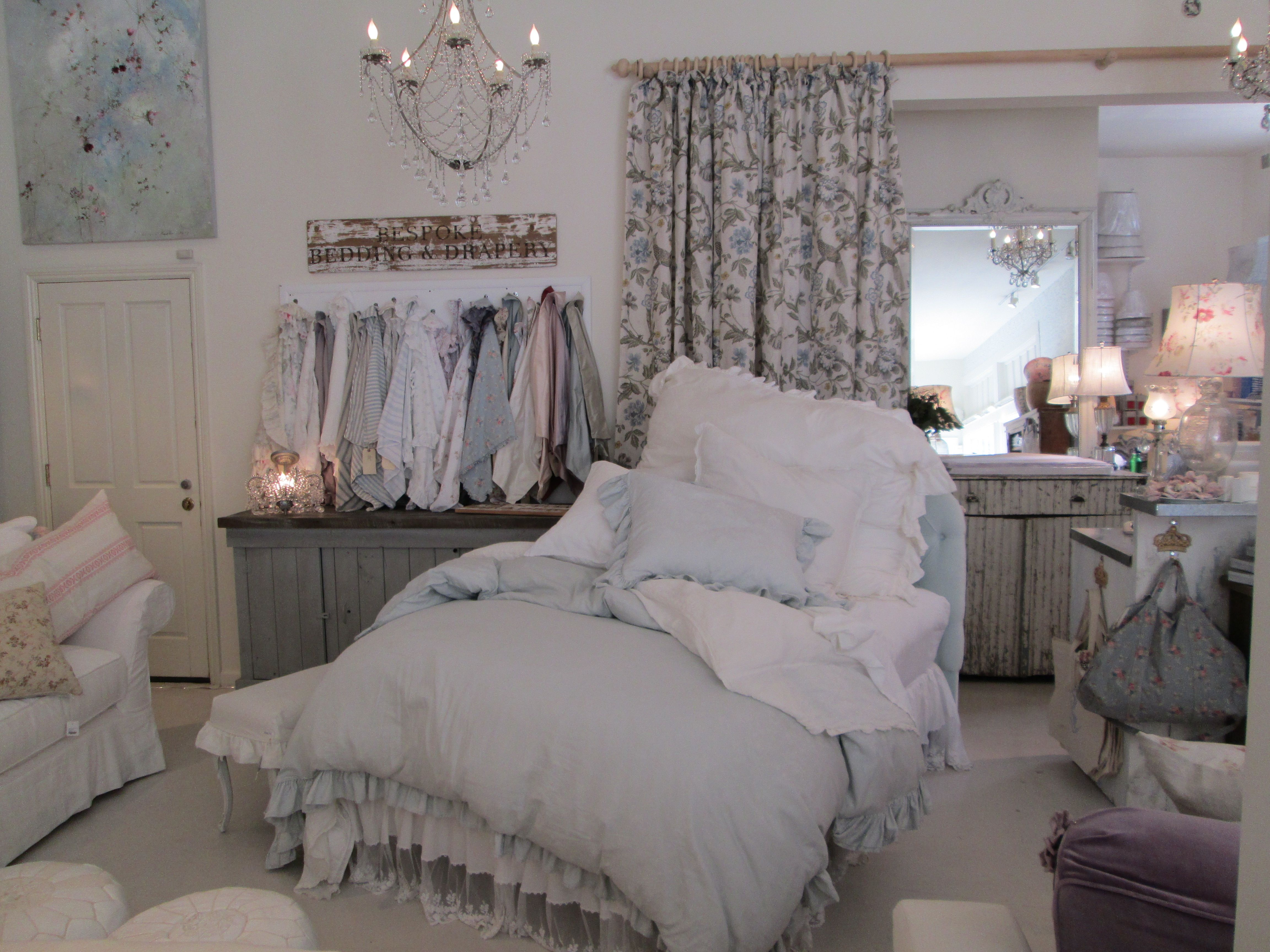 style bedding living products related bedrooms shop cottages rooms decorating pictures design cottage hgtv bedroom ideas