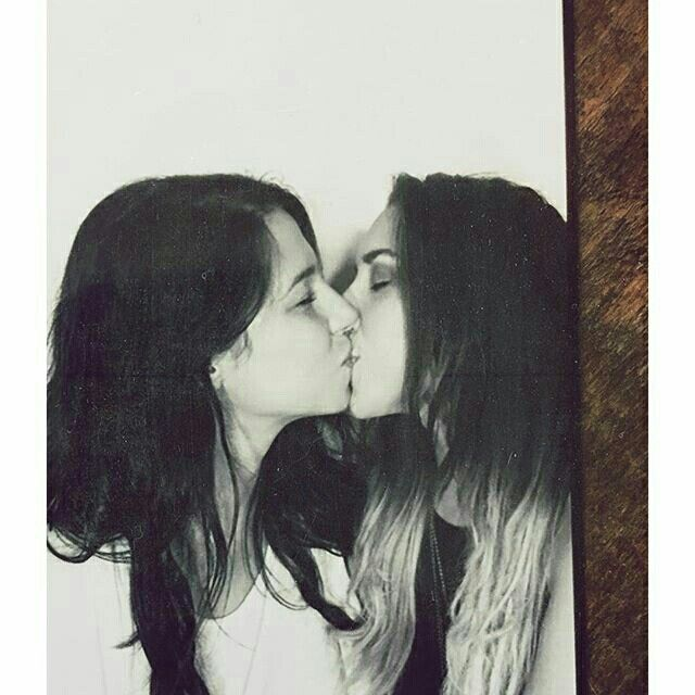 Amigas Emo se beijando Girls Kissing