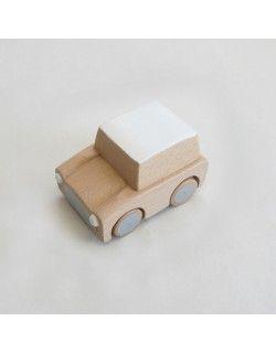 Kuruma coche de madera