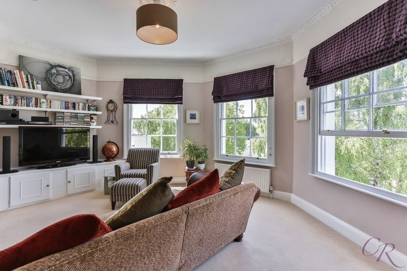 Are you looking for period features? Be wowed by these bay windows + more features here -> http://cookresidential.co.uk/Properties/PropertyOverview?reference=CR001075 #cheltenham #estate #agents