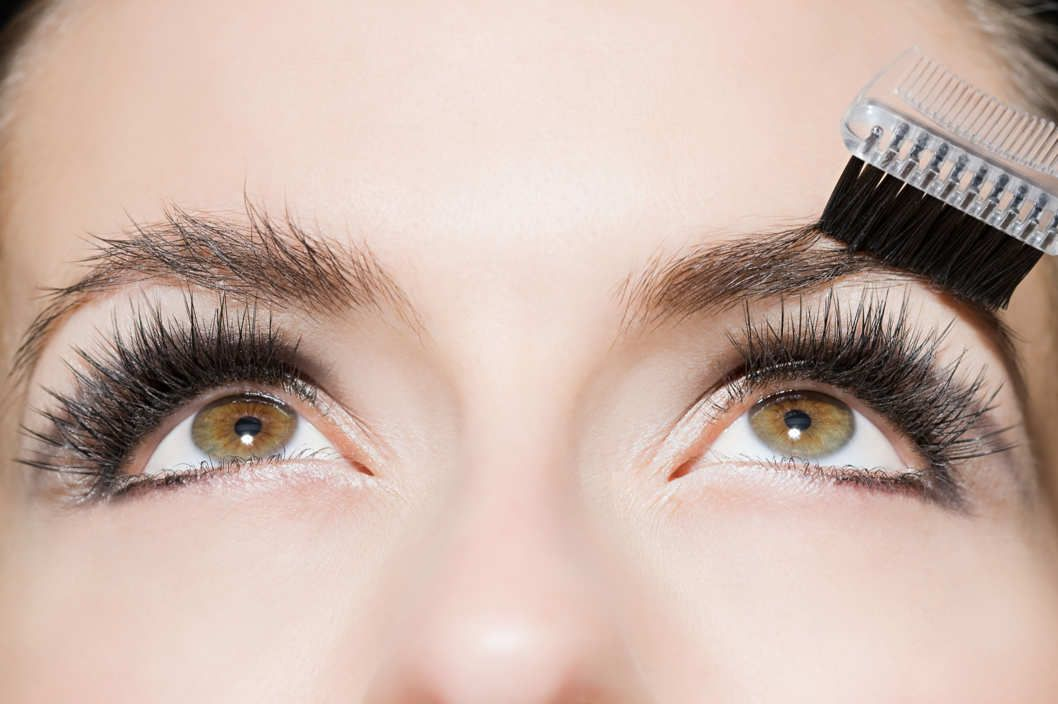 How To Strategically Grow Out Your Eyebrows Make Up Pinterest