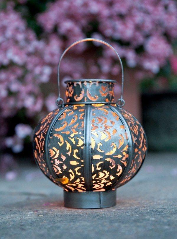 Fascinating garden decoration with Moroccan lanterns ...