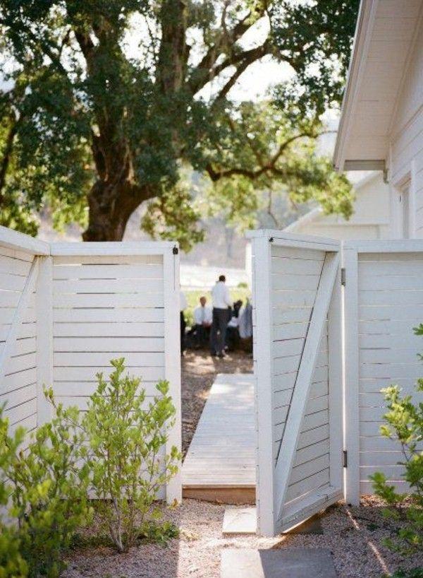 belle cl ture de jardin en bois blanc id es idees deco. Black Bedroom Furniture Sets. Home Design Ideas
