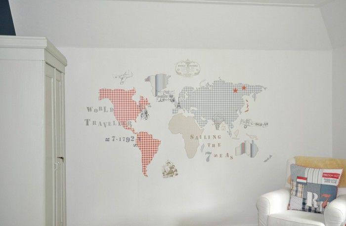 Kinderkamer voor jongen met oude kast en landkaart behang. Ginterieur te Amerongen.