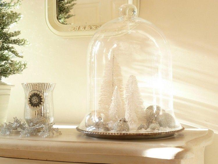 weiße Tannenbäume aus Flaschenbürsten