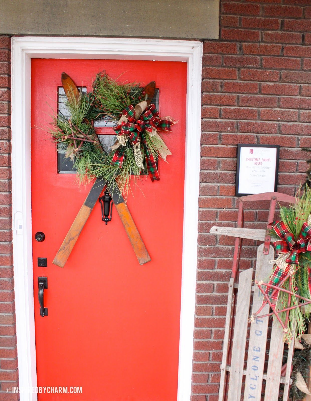 Love, love, love this vintage ski wreath DIY! via inspired by charm: 12 Days of Christmas, Day 4 // Wreath-sipration