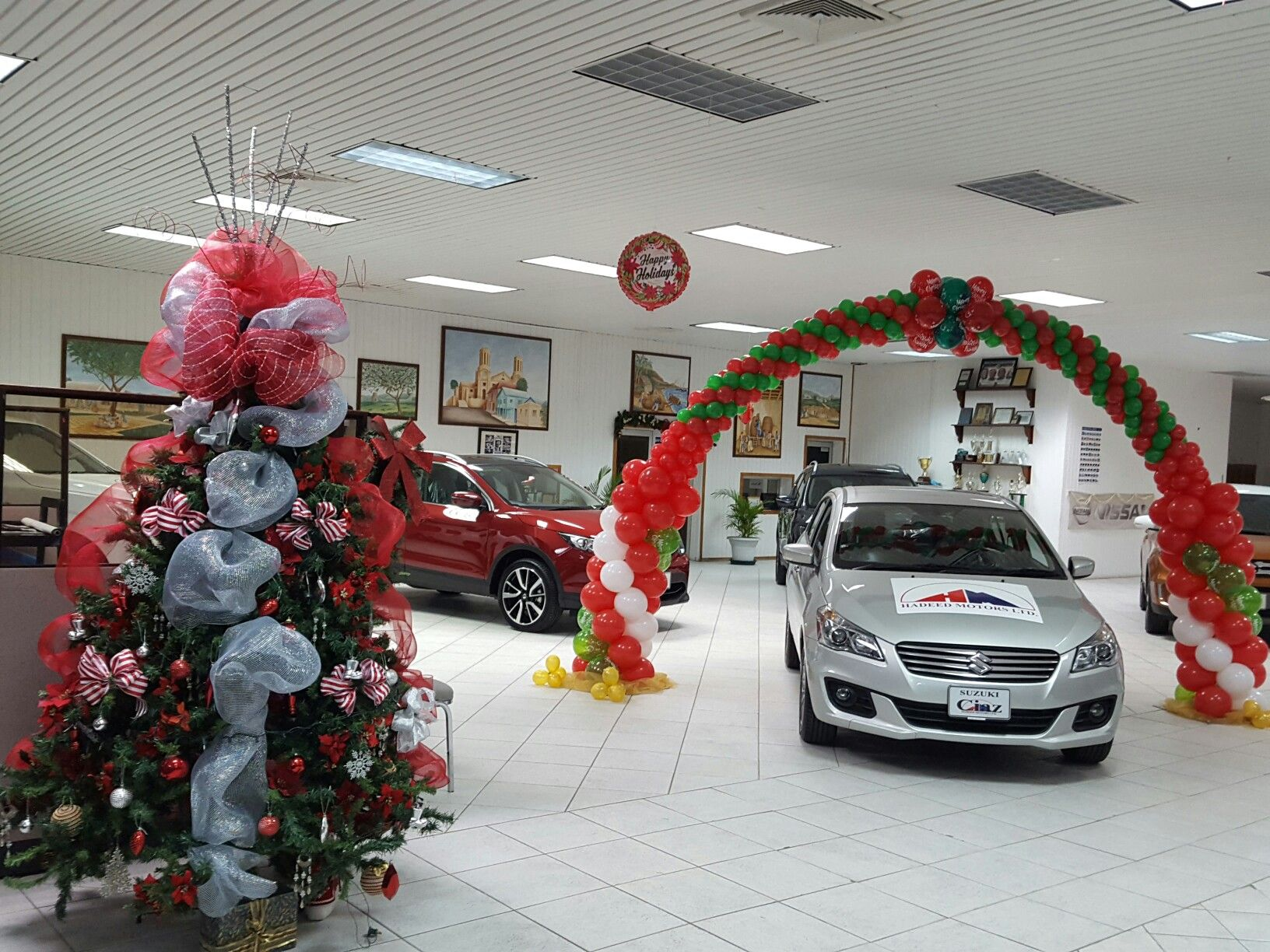 Christmas theme balloon arch car dealers showroom for Balloon decoration cars theme