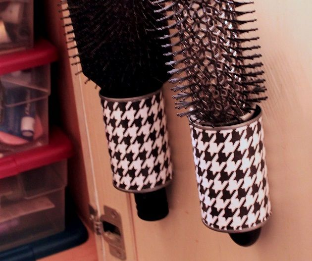 Hairbrush Holders from Tin Cans - DIY Astuces rangement, Rangement