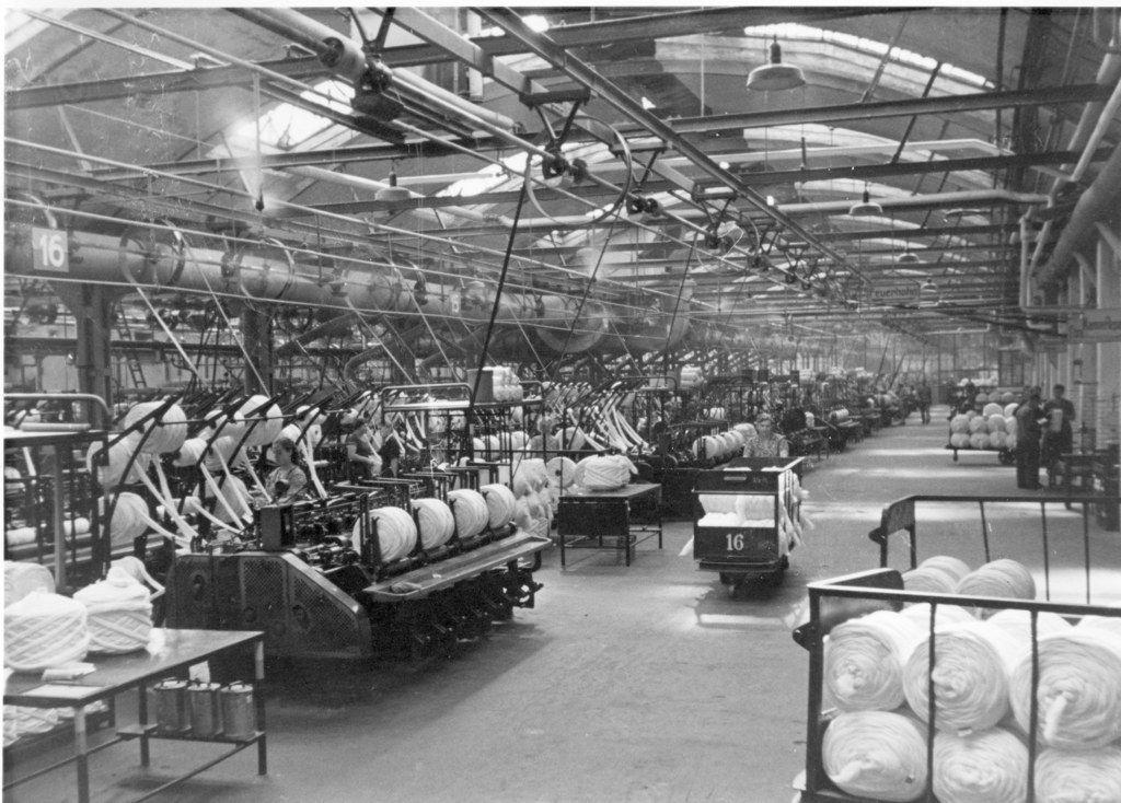 HANNOVER Döhren Fabrikhalle der Döhrener Wolle . Die Döhrener Wollwäscherei und -kämmerei, auch Döhrener Wolle oder Wollwäscherei und -kämmerei (W W & K) genannt, in Hannover war die erste deutsche Fabrikationsstätte zur mechanischen Reinigung von Wolle. Die ausgedehnten Werksbauten des 1868 gegründeten Unternehmens befanden sich am Fluss Leine sowie auf der Leineinsel im Stadtteil Döhren.  hanover germany