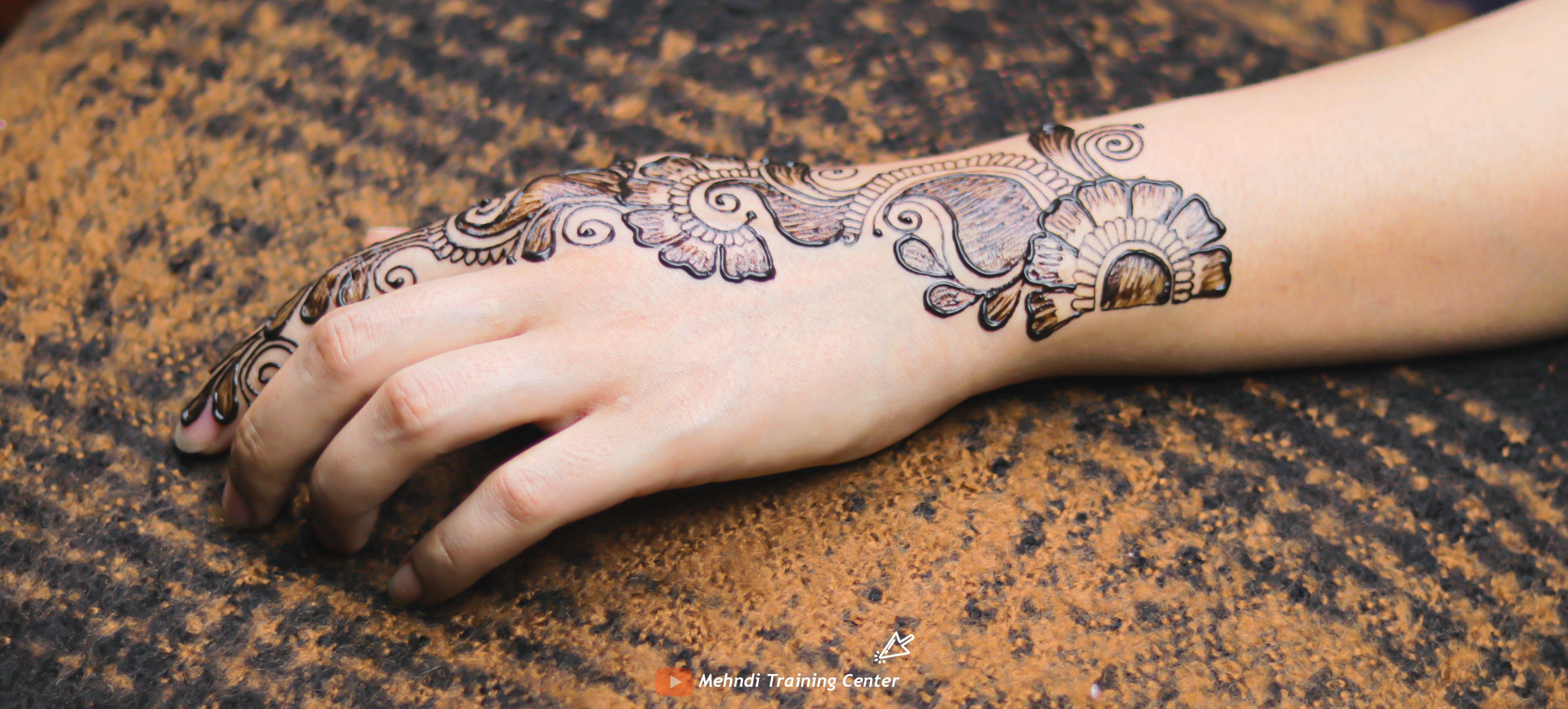 تصميم الحناء هذا جميل جدا وسهل التطبيق يمكنك تطبيق تصميم الحناء على يدك يوم العيد Mehndi Designs Infinity Tattoo Design