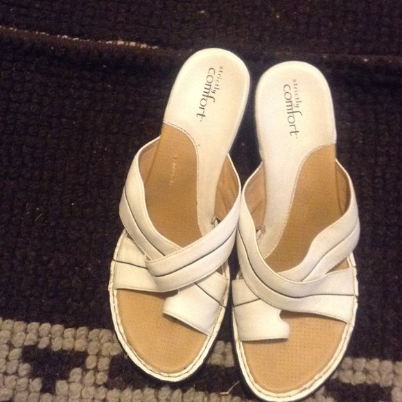Very Comfortable Summer Sandals You'll look cute all day in these comfortable Sandals.  Gently Worn.  White with black piping Strictly Comfort Shoes Sandals