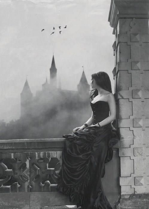 woman in gothic art essay Medieval architecture, knightly life, society, andwar roles of women in the middle ages - explore the roles of women in the middle ages gothic art - gothic art as a communal art some notes on gothic sculpture.
