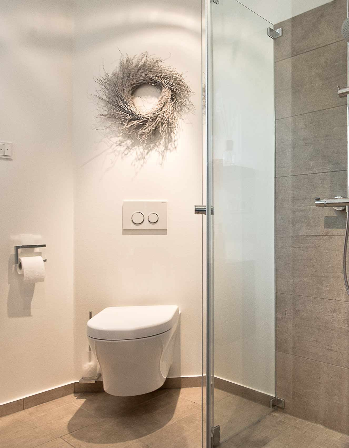 Gästebad Mit Dusche geradliniger wc bereich daneben dusche im gäste wc gäste wc