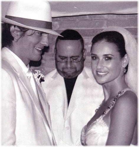 Ashton Kutcher Demi Moore Wedding Pictures Famous Couples Demi Moore Celebrity Wedding Photos