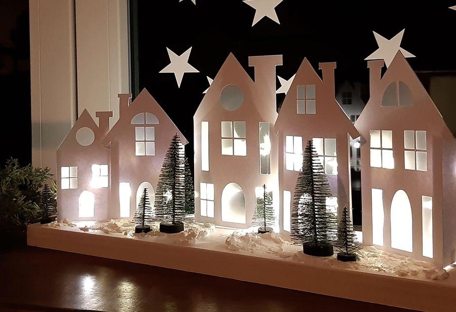 Häuser aus Papier im Schnee – Eine Idee aus der Bu