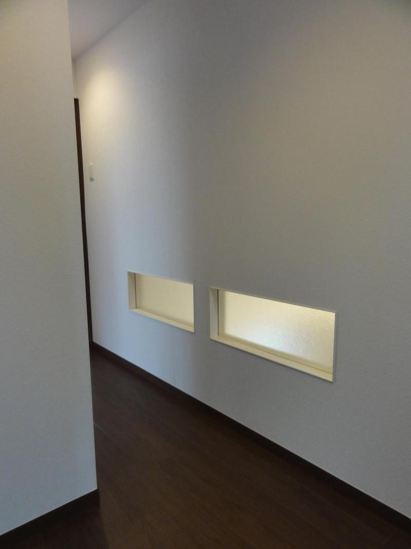リビング 廊下間の小窓がいい明り取りに 室内窓 窓 リビング