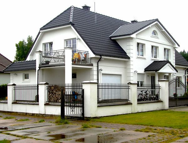 Best Beautifull Big House With White Walls And Black Roof By 400 x 300