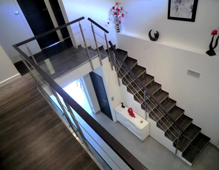 habillage d 39 escalier b ton avec garde corps inox bois sur mezzanine escaliers sur mezzanine. Black Bedroom Furniture Sets. Home Design Ideas