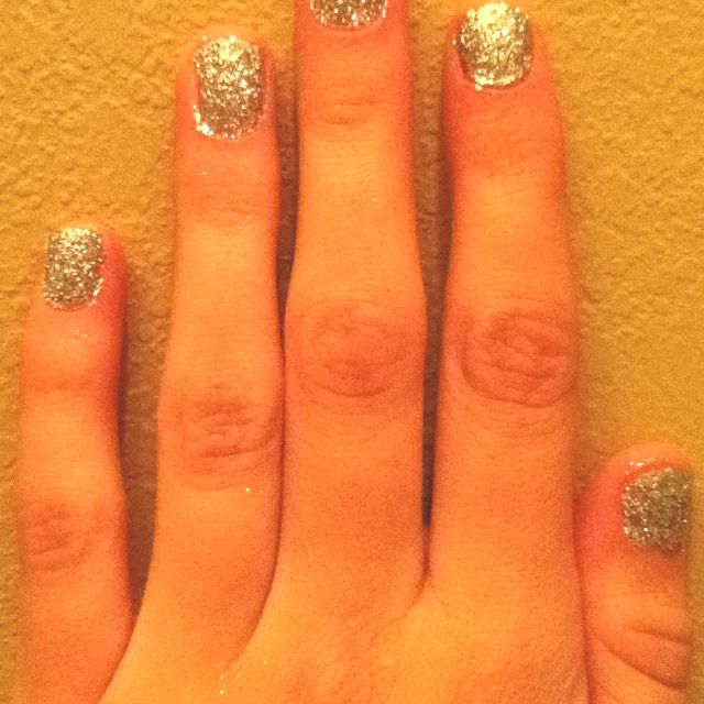 Silver Sparkly nails<3
