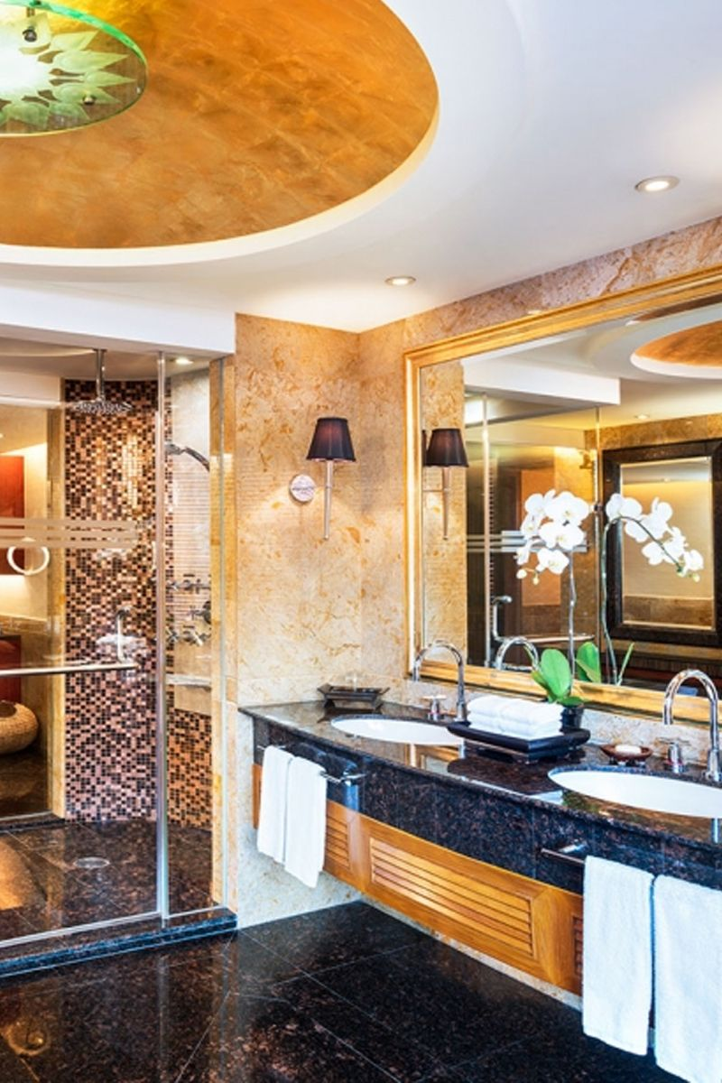 Stunning marble bathroom at Royal Orchid Sheraton - Bangkok | Travel