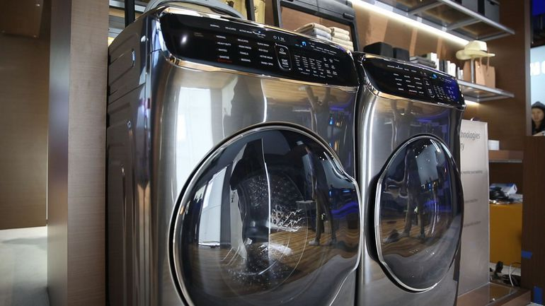 The Coolest Thing At Ces Samsung S Four In One Laundry System