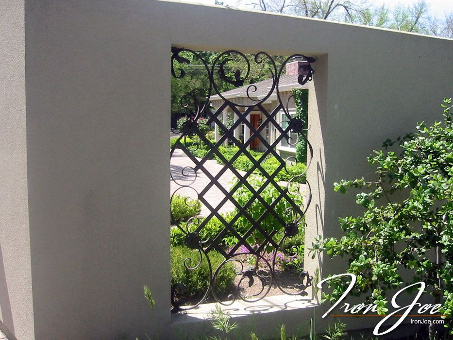 Ornamental Iron Fence Accent To Stucco Property Fence Exterior House Decor Pinterest