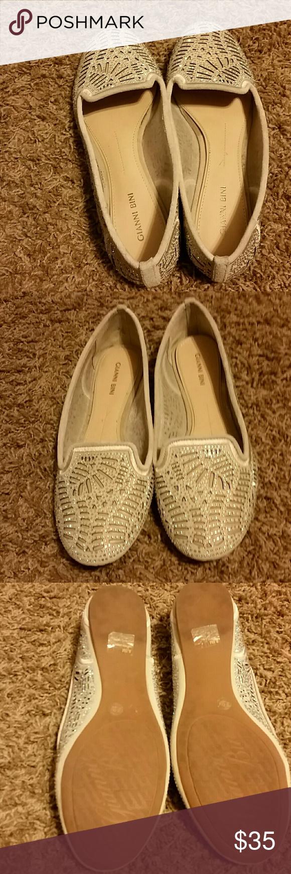 Gianni Bini 8.5 shoes Soon cute! Gianni Bini flats with jewels only worn once! Gianni Bini Shoes Flats & Loafers