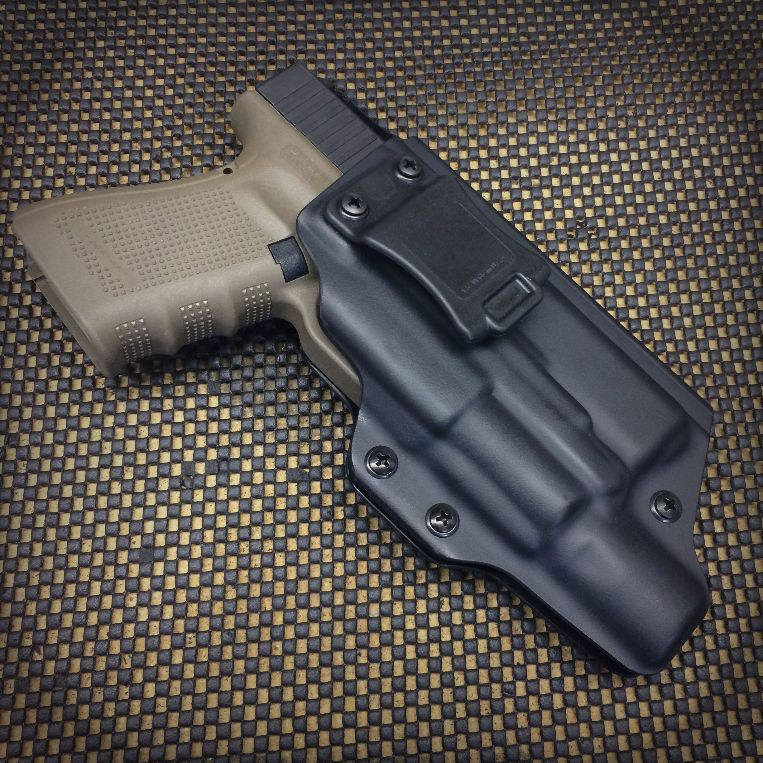 Wraith Holster for a Glock 19 with the Surefire X300