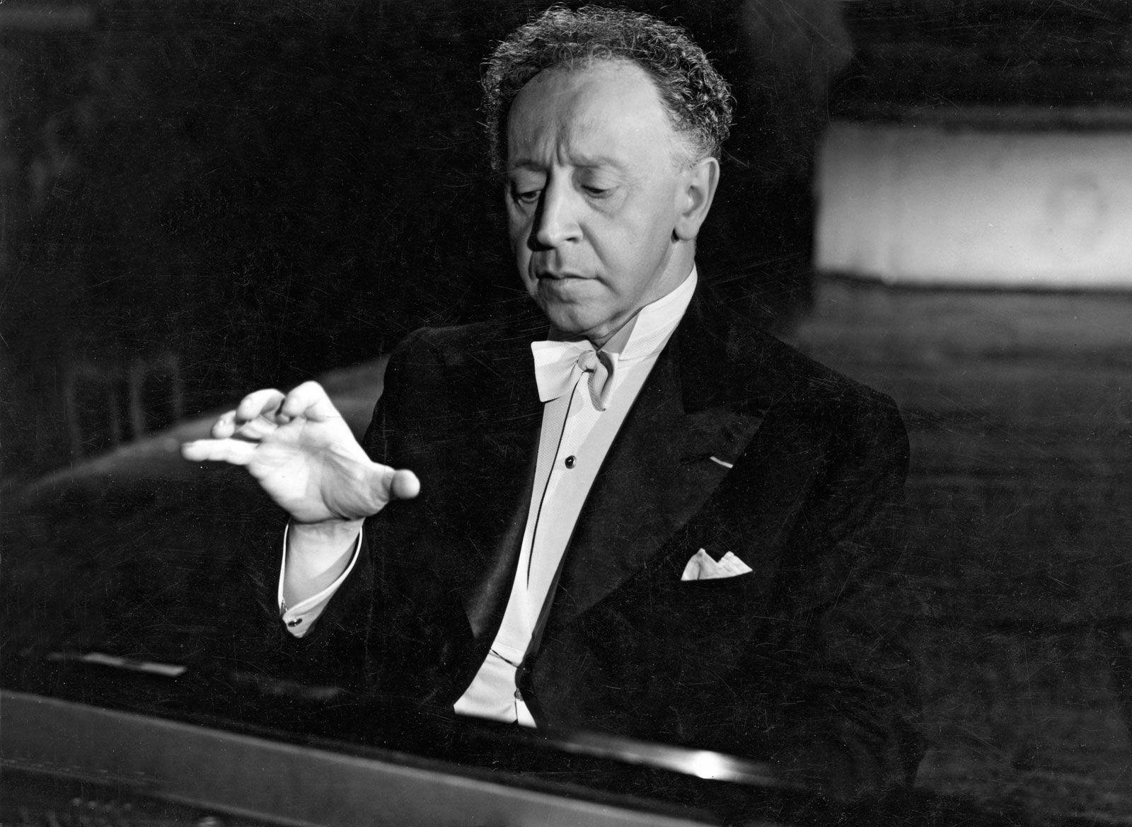pianist Arthur Rubinstein, 1887-1982   Arthur rubinstein, Piano music,  Famous composers