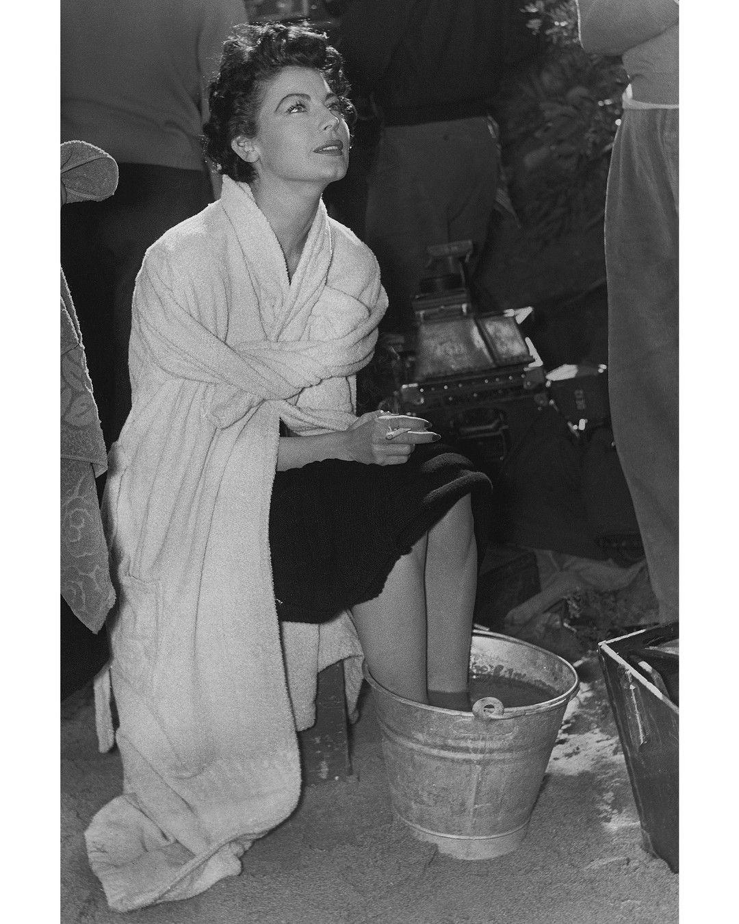 """#1953. L'actrice Ava Gardner Sur Le Tournage De """"la"""