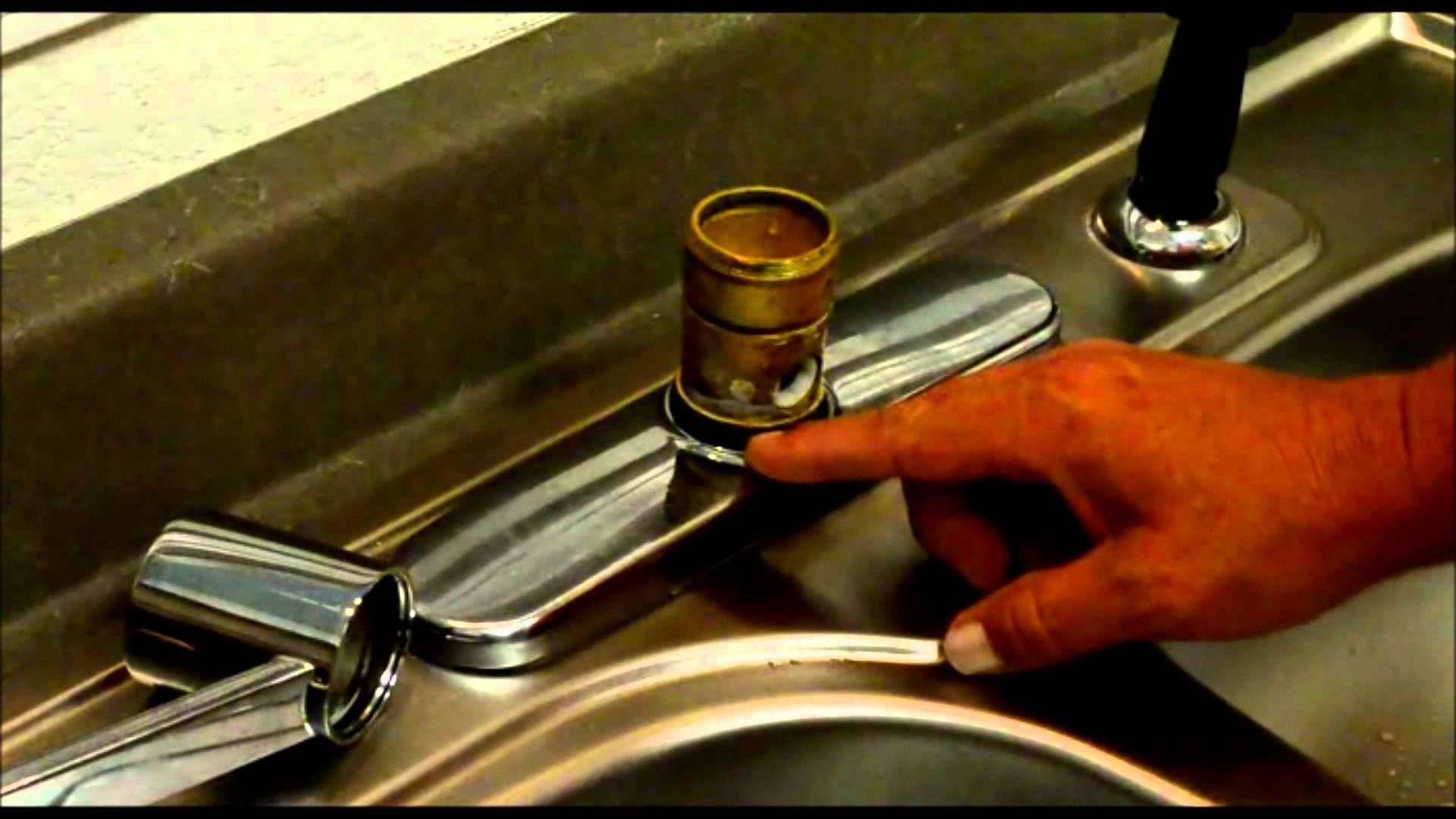 In this video I show you how to repair a Moen Style Kitchen Faucet ...