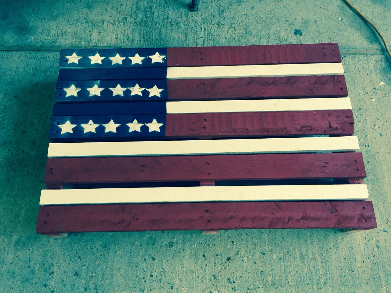 American flag painted on half of a pallet.
