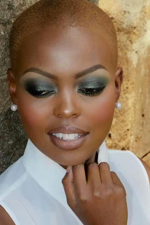 Maquiagem pele negra // Olho verde