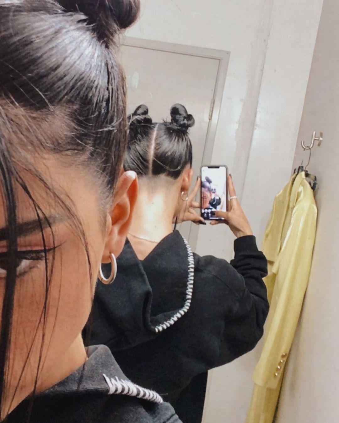 Dixie D Amelio No Instagram Do What I Want Jk Sorry Mom In 2020 Undercut Long Hair Hair Streaks Hair Color Underneath