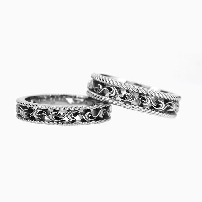 Baroque wedding band set available now!