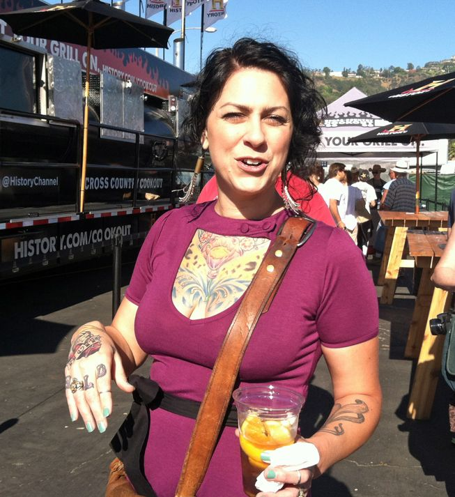 danielle from americanpickers spotted at the rose bowl flea market cq digs collectors. Black Bedroom Furniture Sets. Home Design Ideas