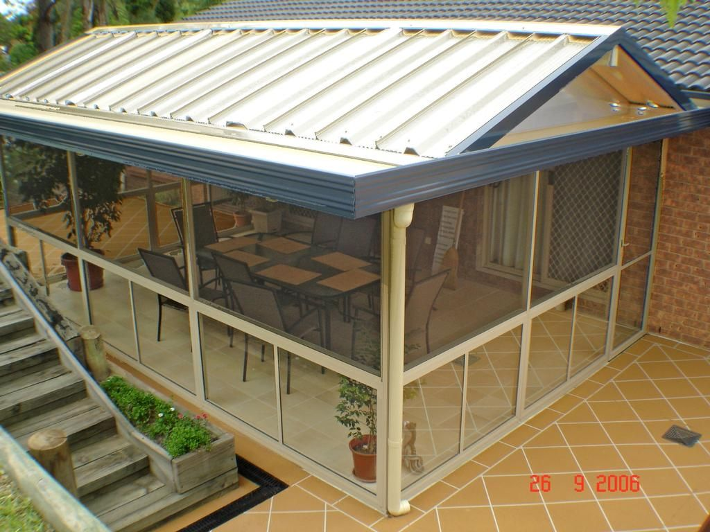 Outdoor screen rooms glass or screening allows you to for Screen room plans