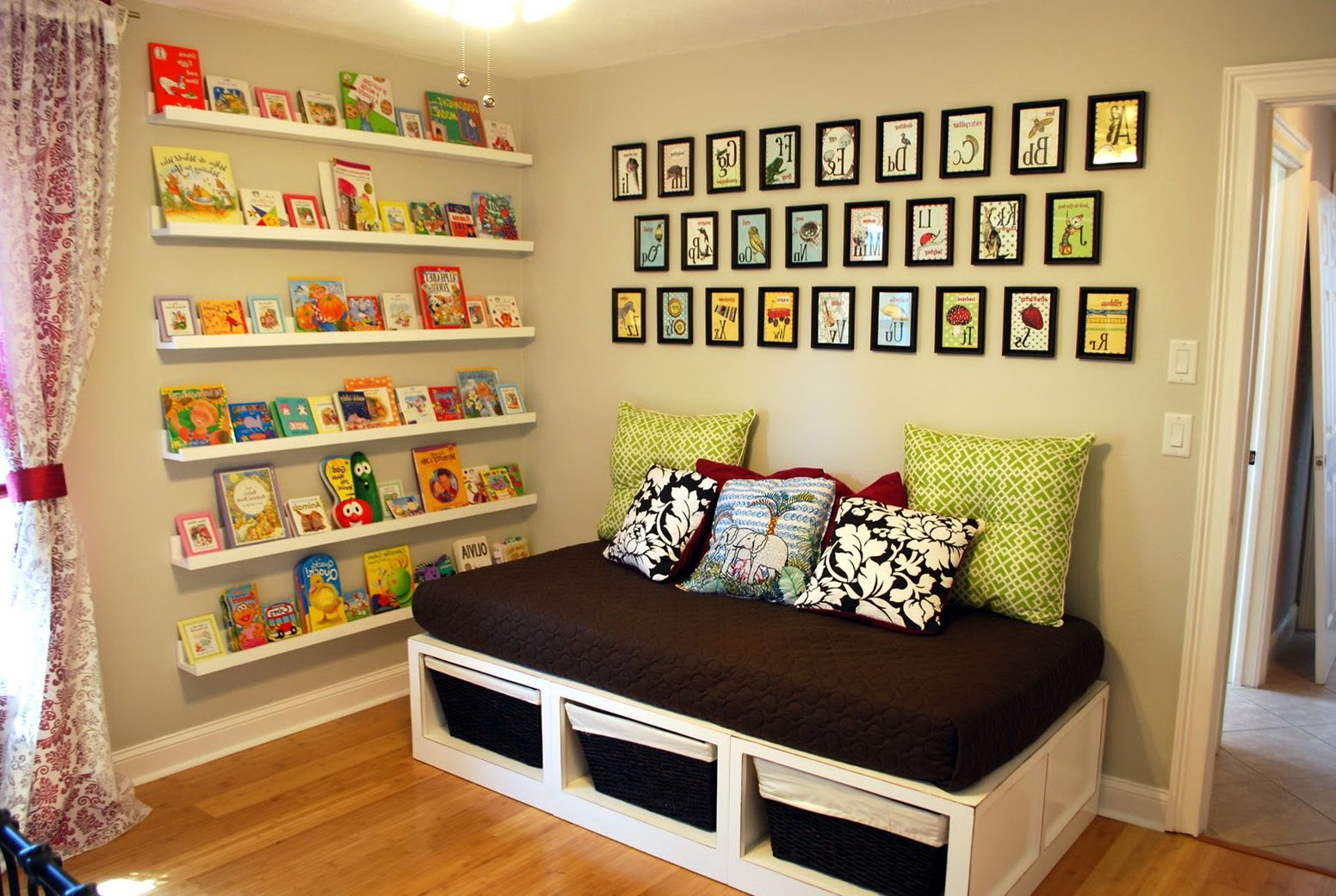Childrens Wall Mounted Bookshelves For Room | Wall Mounted ...