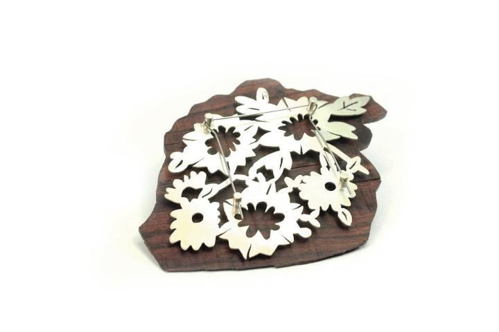 Andrea Coderch Valor  - brooch -   2011. BACK. Silver, wood (bois de violet), steel.