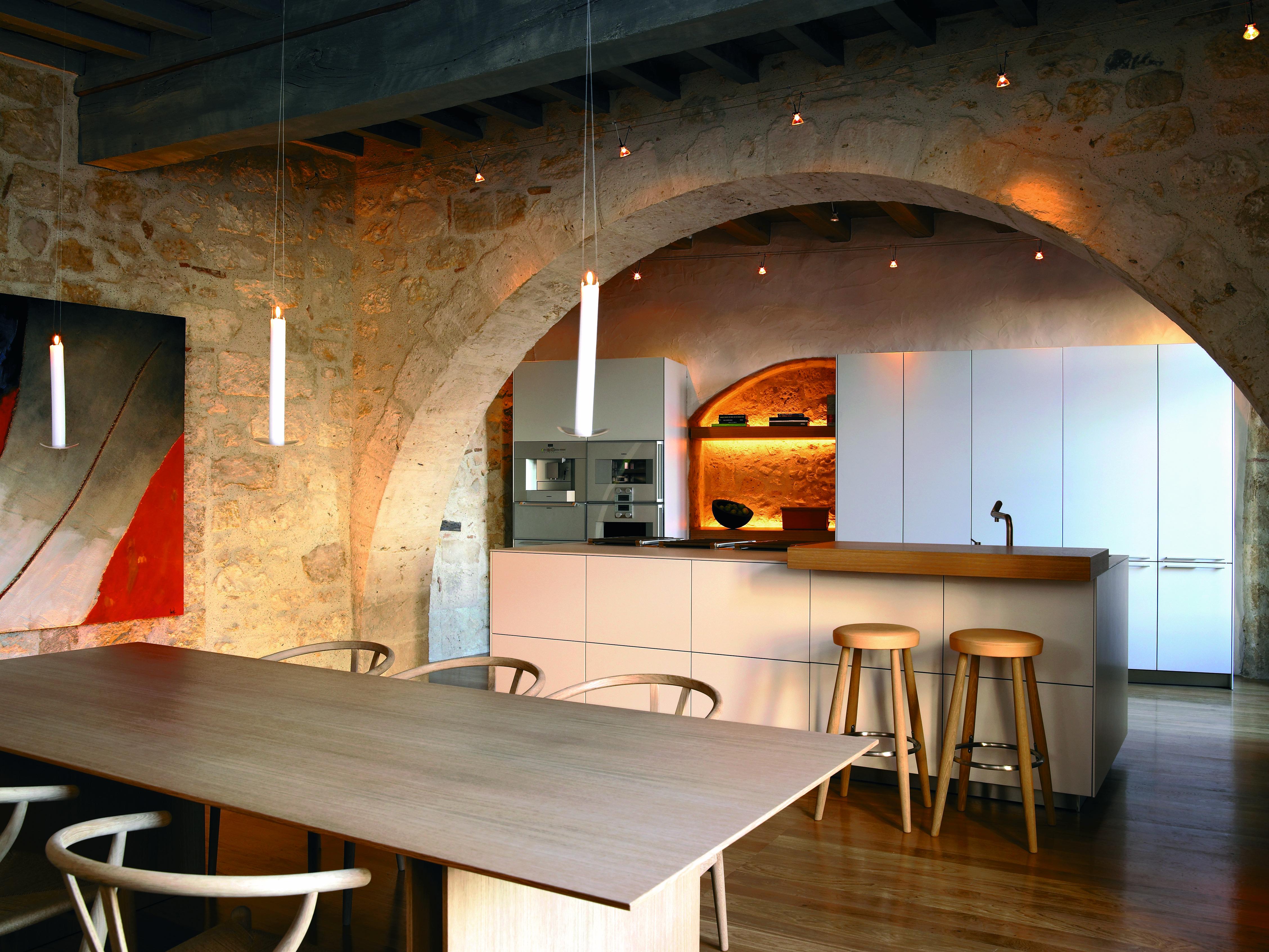 bulthaup b3 keuken in binatie met een c3 tafel op een