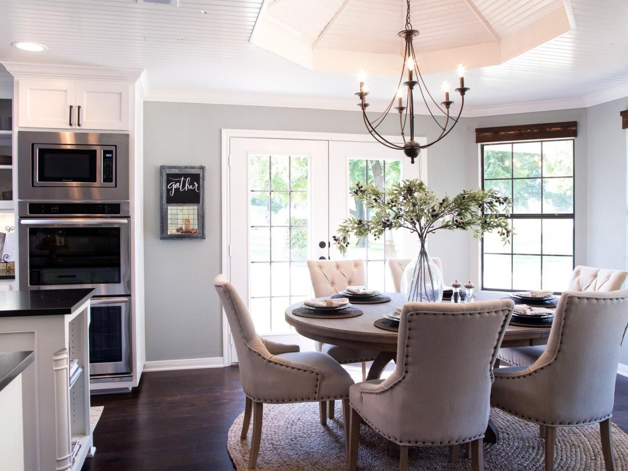 Fixer upper yours mine ours and a home on the river for Fixer upper dining room ideas